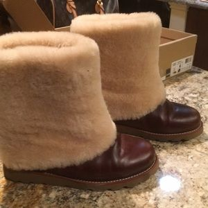 Women's UGGS / Burgundy leather boots / size 7